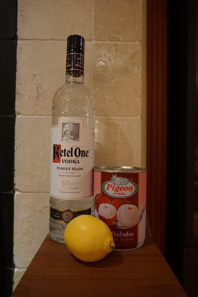 How to make lychee liqueur? It's easy! it only requires the ingredients shown here.