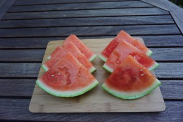 Learning how to cut a watermelon is easy!
