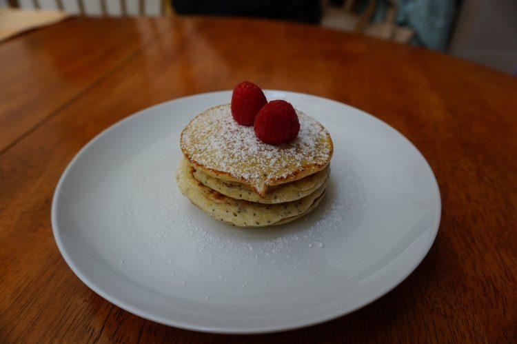 Ricotta hotcakes are easy to make.
